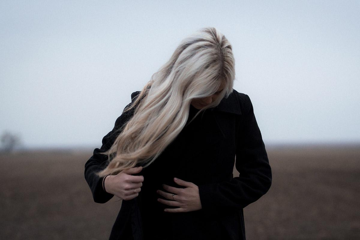 Ubiór damski na pogrzebie zimą